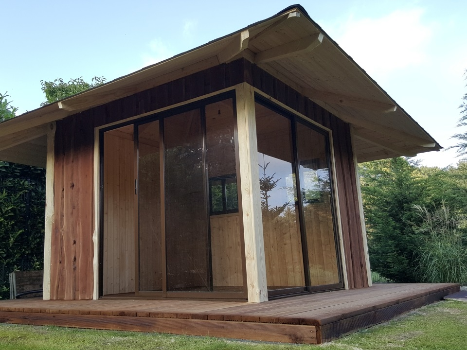 Wochenendhaus aus Holz mit Verglassung