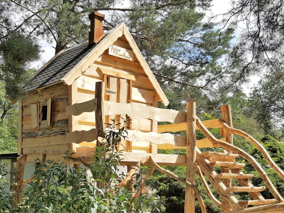 Märchenwald Kinderspielhaus mit Holztreppe bestellen