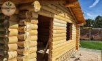 Aufbau eines Wochenend-Blockhauses