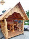 Holz-Gartenhaus mit Pavillon und Sitzmöbel