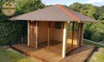 Modernes kleines Gartenhaus mit Verglasung
