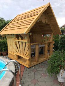 elegante Sitzlaube im Garten