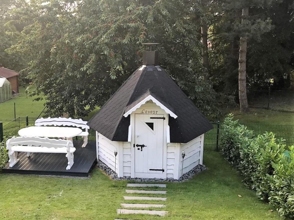 Nach 3 Tagen steht die Grillkota komplett aufgebaut im Garten.