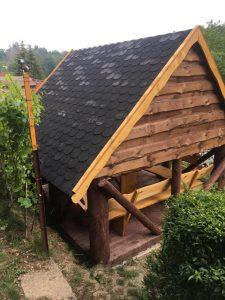 Pavillon mit Windschutz