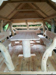 Holzpavillon Möbel